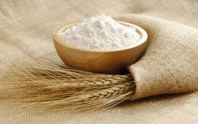 The flour is to buy in wholesale, retail in the river